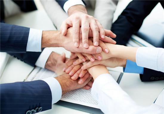 伊利股份董事长潘刚现身股东大会 11项议案获通过