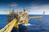 国际油价上涨 纽约原油期货价格涨超1%