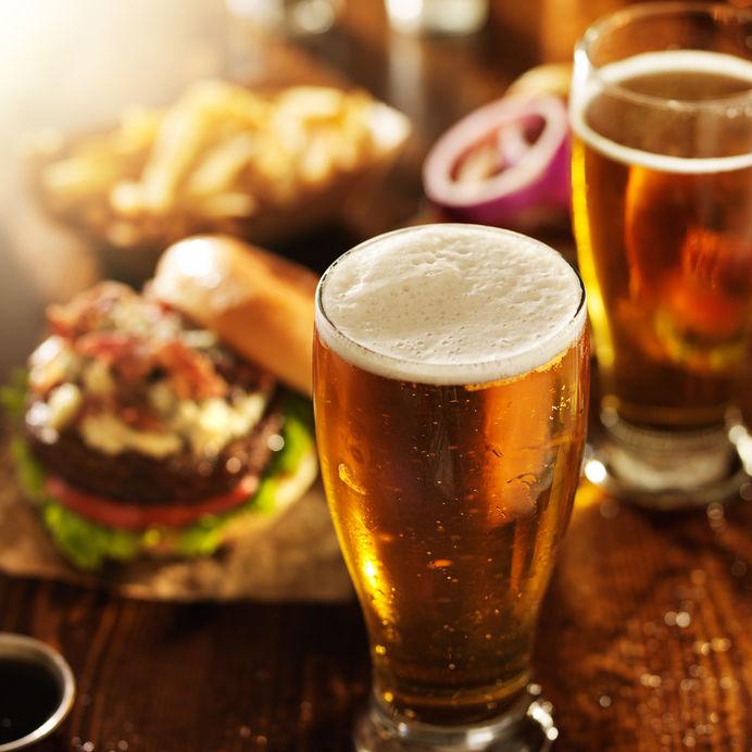 近期酿酒板块上市公司股价整体强劲 基金重仓舍得酒业 险资对五粮液取舍现分歧