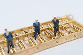 券商银行板块抱团吸金 主力资金另类避险术