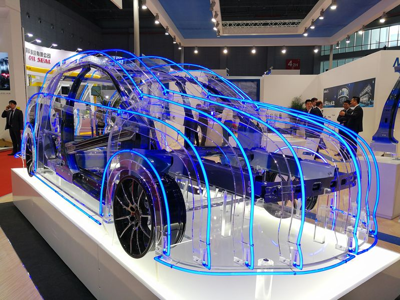 高德联手凯迪拉克中国首发超级智能驾驶系统