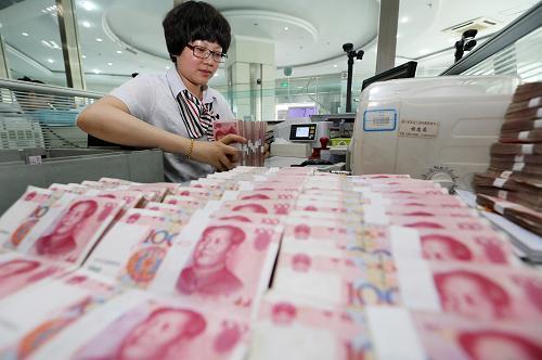 """储户淡定面对人民币汇率罕见连贬 理财经理称""""未见扎堆换汇"""""""
