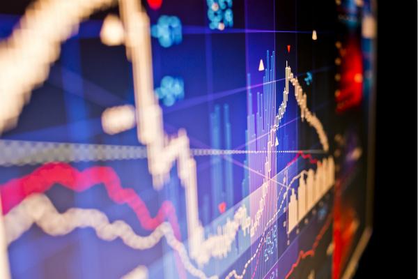 三大股指午后集体拉升 沪指涨逾1% 创业板指涨近2.5%