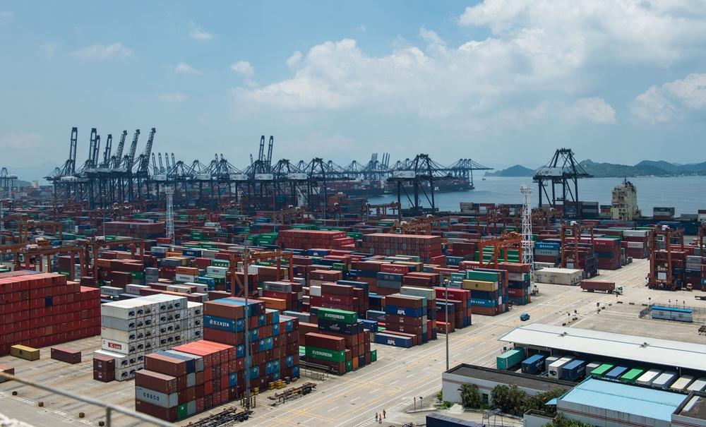 上半年外贸延续稳中向好态势 贸易顺差连续8个季度收窄