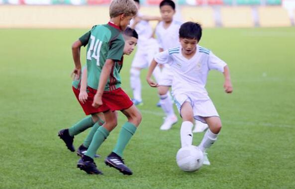 中国足球少年圆梦俄罗斯 伊利助力未来国足力量崛起
