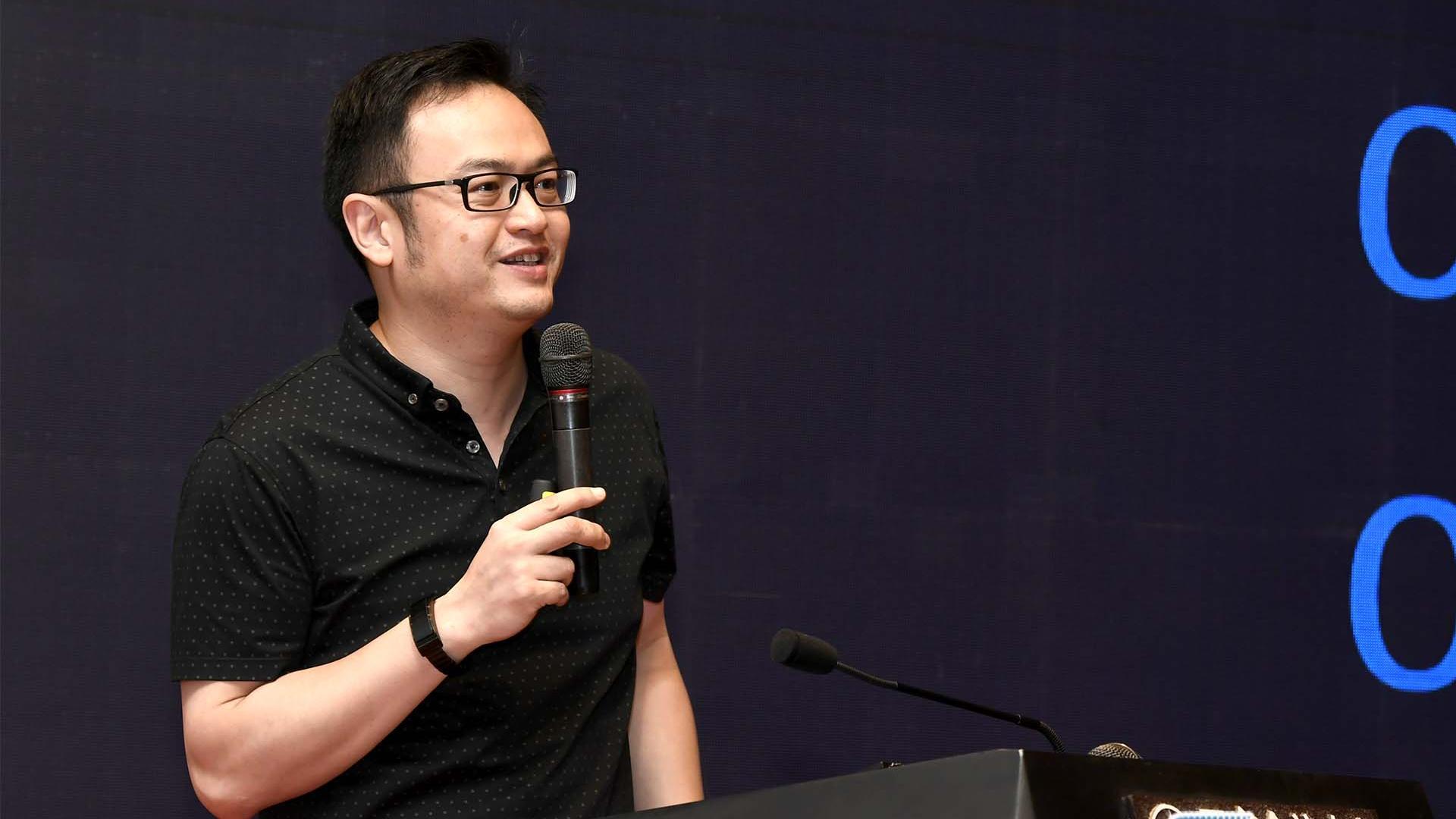 建信金融科技副总裁姜俊发表演讲