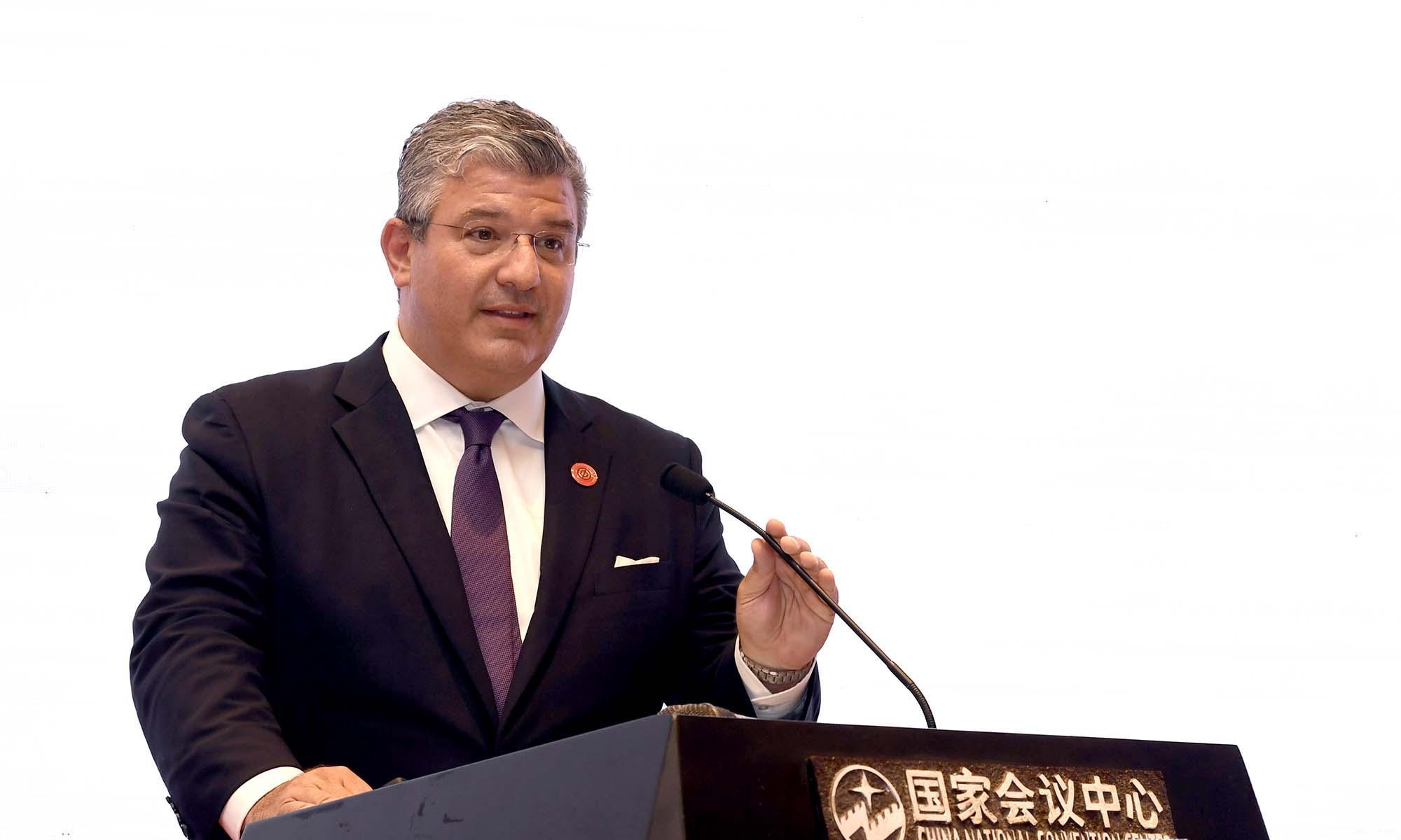 世界黄金协会美国董事总经理Joseph Cavatoni发表演讲