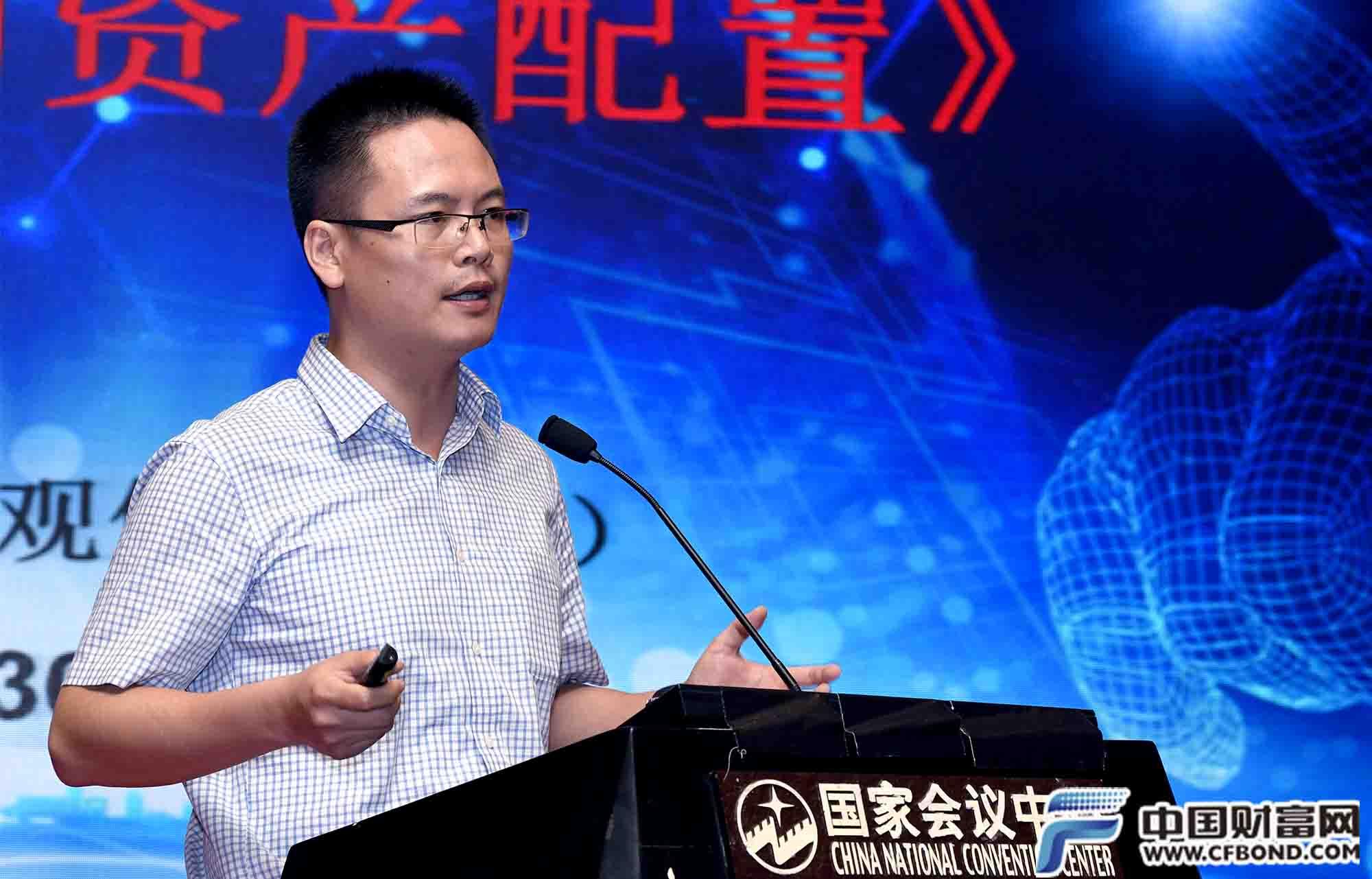 海通证券首席经济学家姜超发表演讲