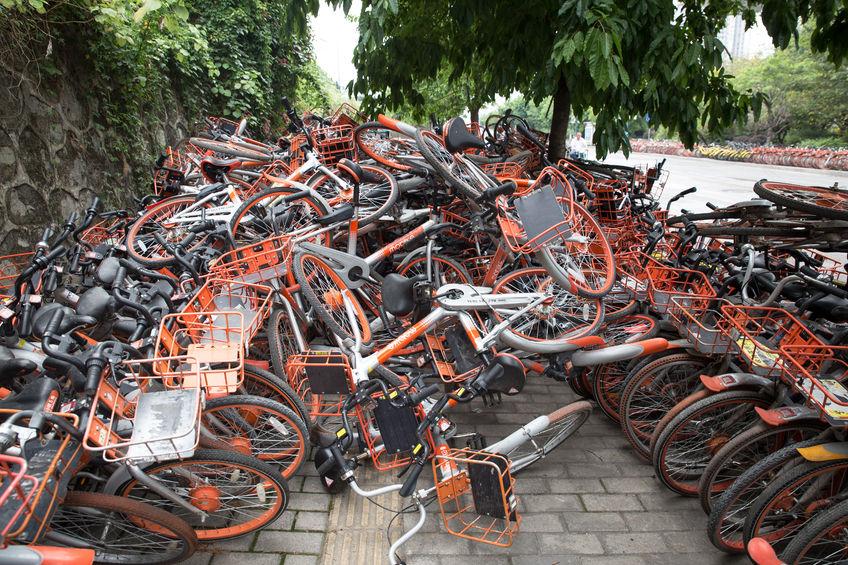 """废旧单车""""围城"""" 管理难题待解"""