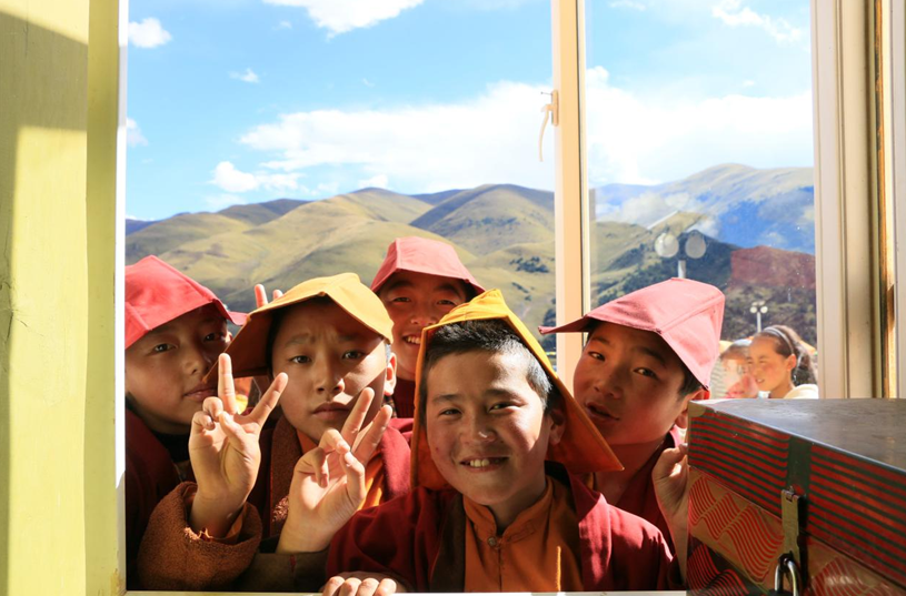 上海兴动心系藏区孩子 穿行万里送温暖