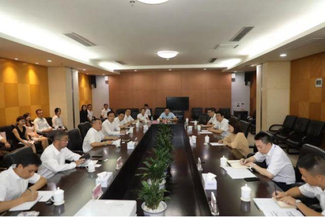 民族品牌对话:董明珠与刘淼共话创新