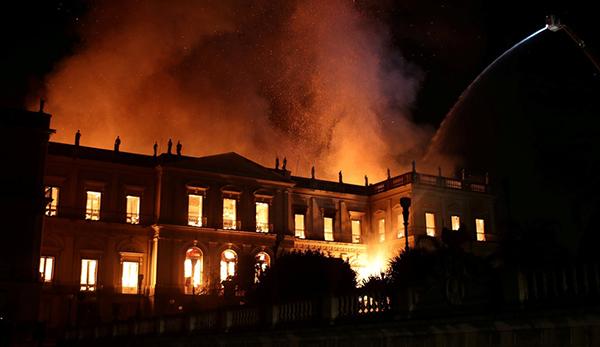 200年历史的巴西国家博物馆遭遇大火