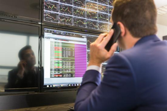 沪指跌逾1% 上证50指数跌近1.6%