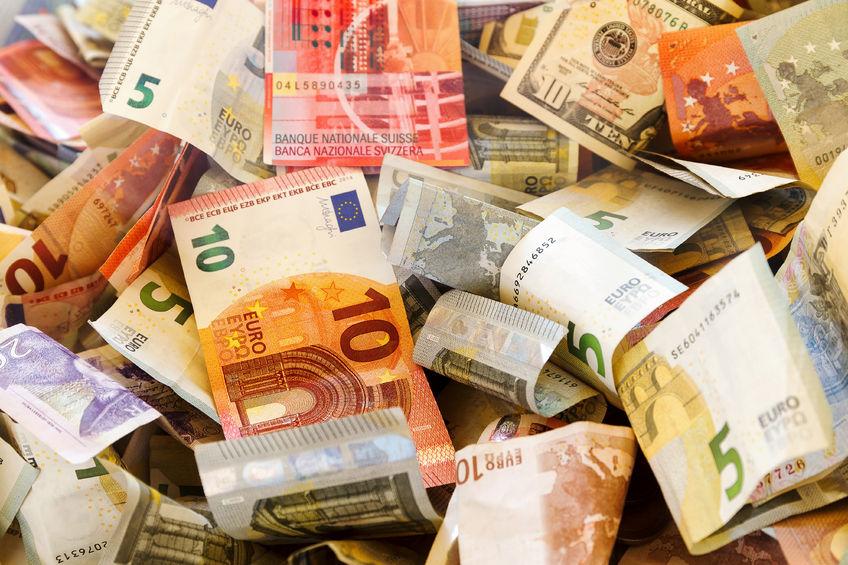 2018年8月末我国外汇储备规模为31097亿美元