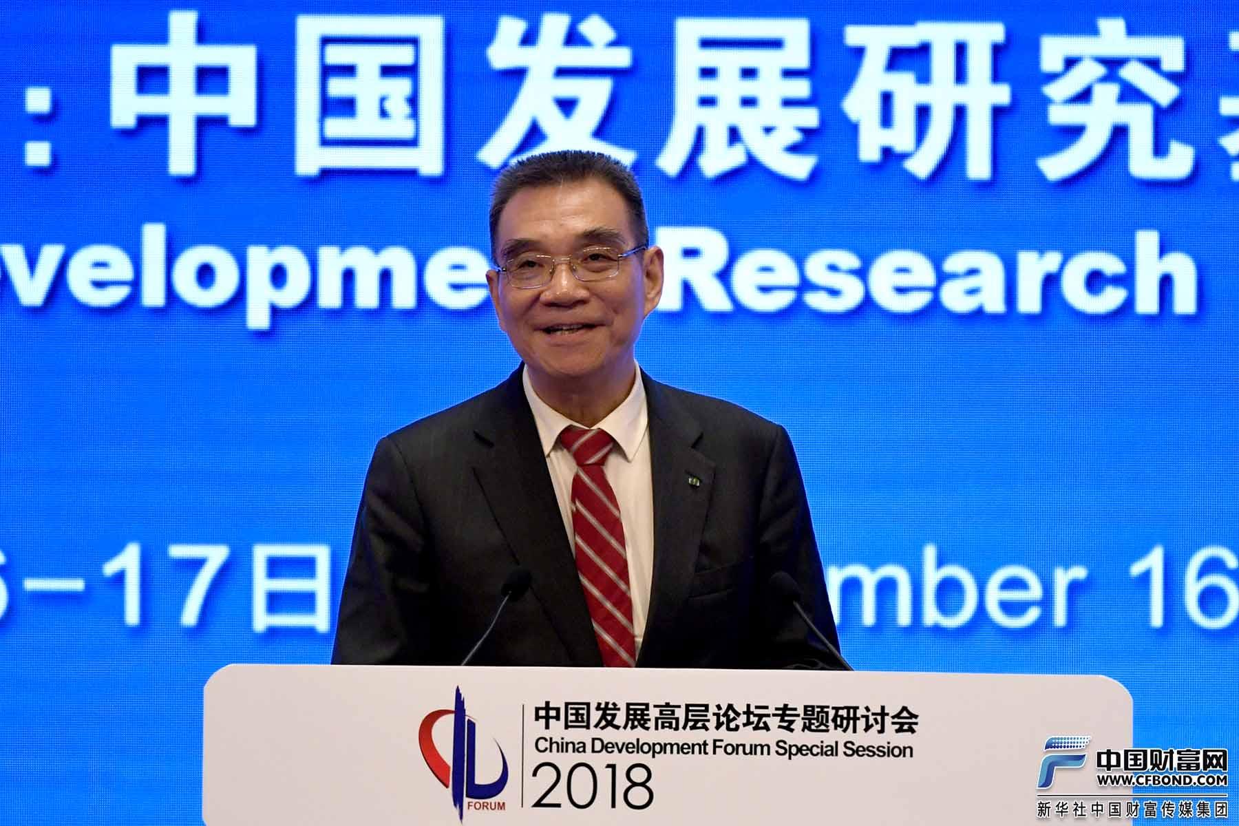 北京大学国家发展研究院名誉院长、教授林毅夫发表演讲