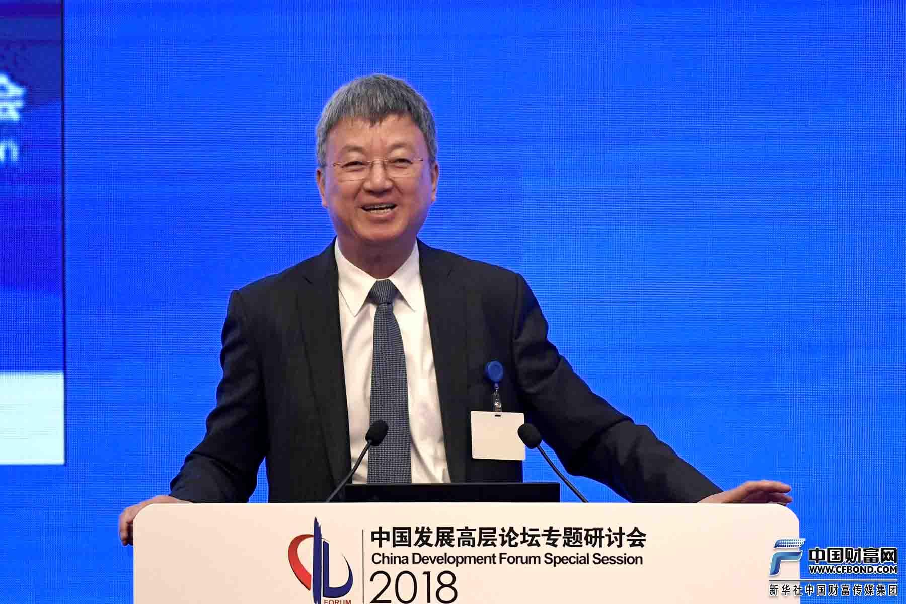 清华大学国家金融研究院院长朱民主持讨论