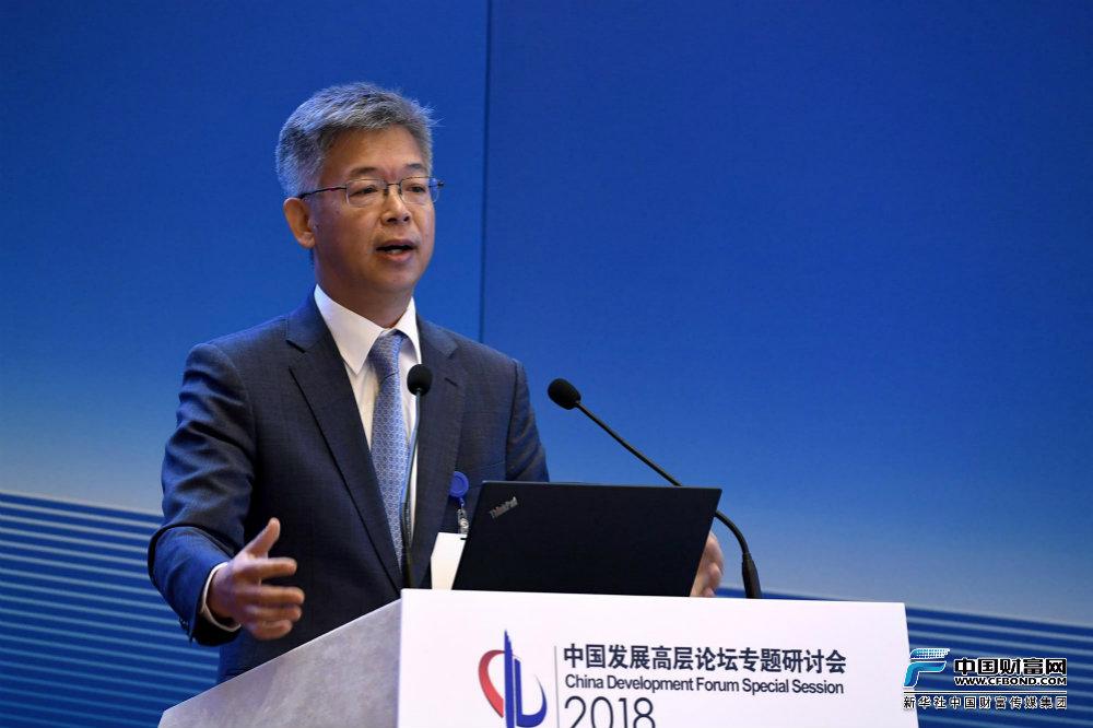 北京大学国家发展研究院副院长黄益平发言