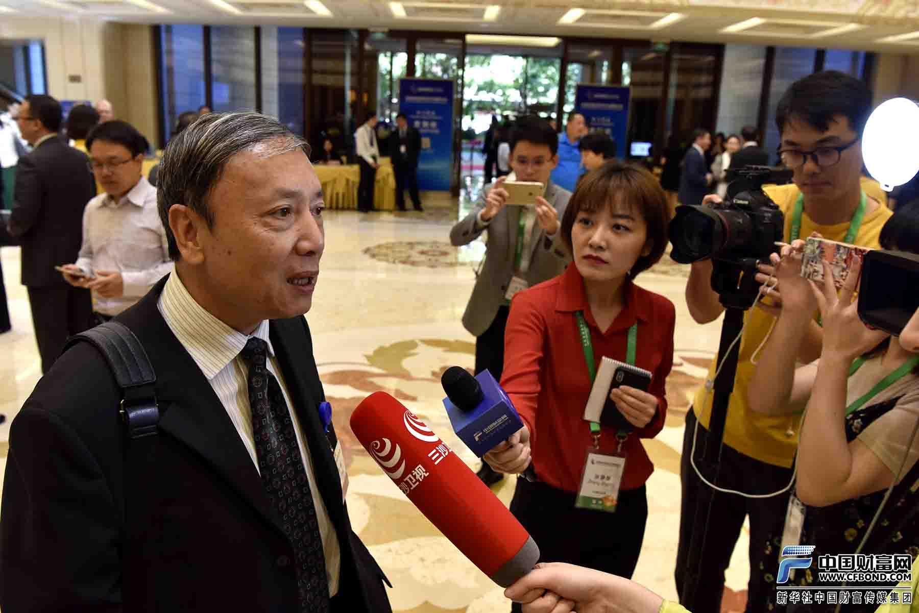 中国财富网记者采访中国社会科学院副院长蔡昉