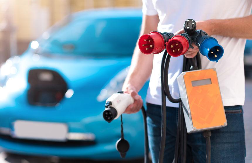 汽车板块逆市上涨 新能源产业链高景气持续