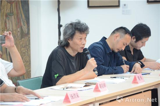 中国美协壁两艺委会委员、四川美术学院中国画系主任、重庆市美协壁面艺委会主任黄山研讨会发言