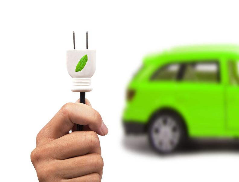 汽车板块大爆发 两领域受益行业发展