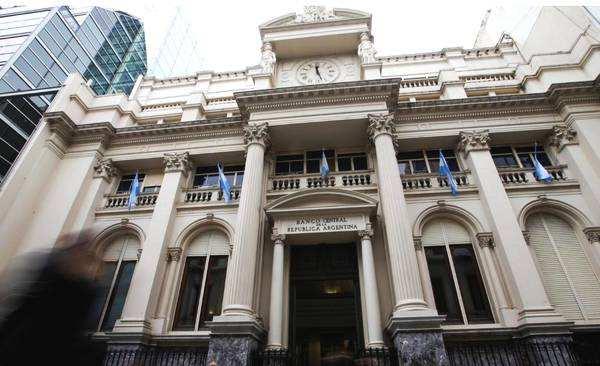 阿根廷央行行长宣布辞职