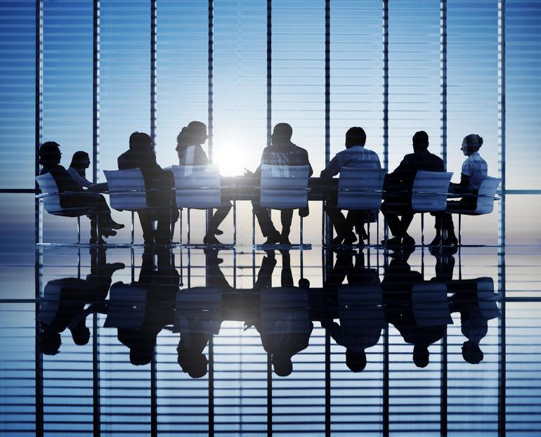 首届银行保险业国际论坛开幕 政金界纵论金融改革发展
