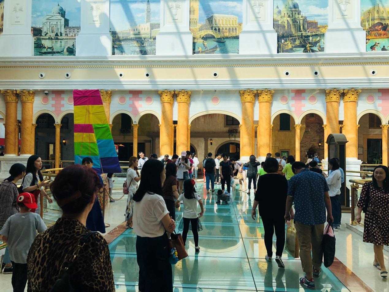 """""""十一""""小长假 近两百万客流引爆上海环球港 消费新模式助力打造""""上海购物""""品牌"""