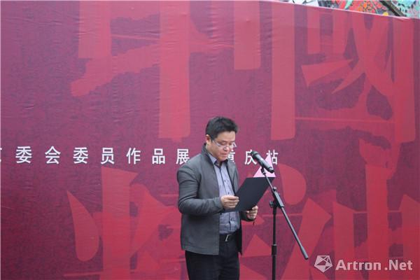 中国美术家协会油画艺委会副主任、中国油画学会理事、市美协主席、四川美术学院院长庞茂琨在开幕式发言