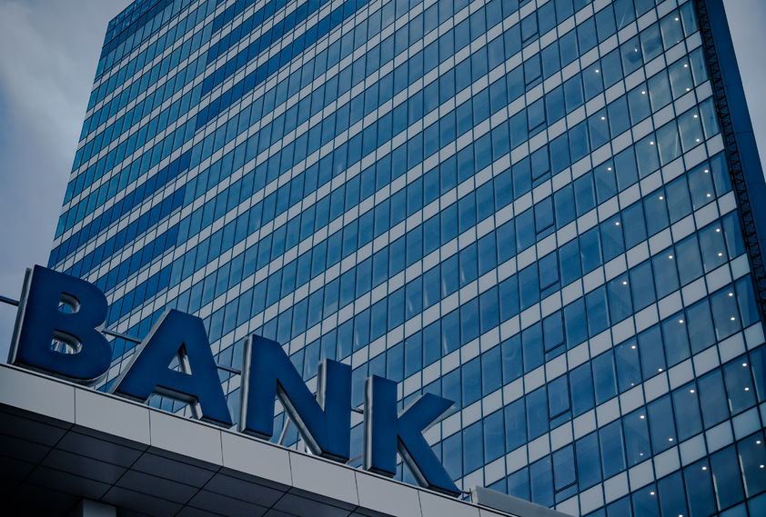 """估值屡创新低,但还有一批中小银行拥堵在这条""""独木桥""""上"""