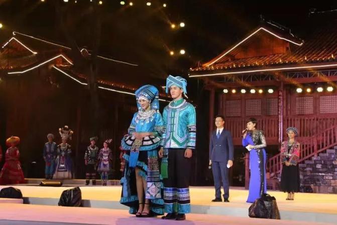 首屆多彩貴州民族服飾設計大賽在黔西南州興義市舉辦