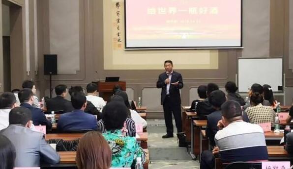 天朝上品总裁黄永毅为品牌联盟商学院学员授课