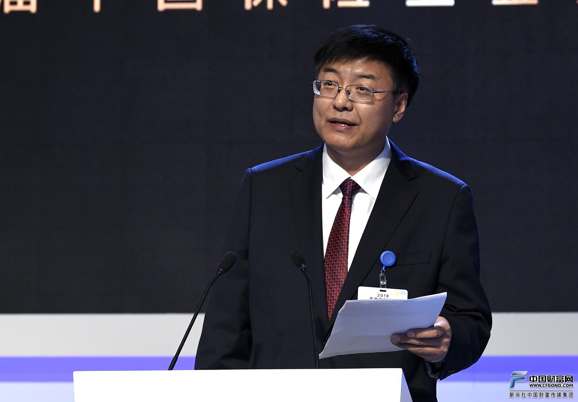 主旨演讲:中国保险学会副秘书长、《保险研究》主编冯占军