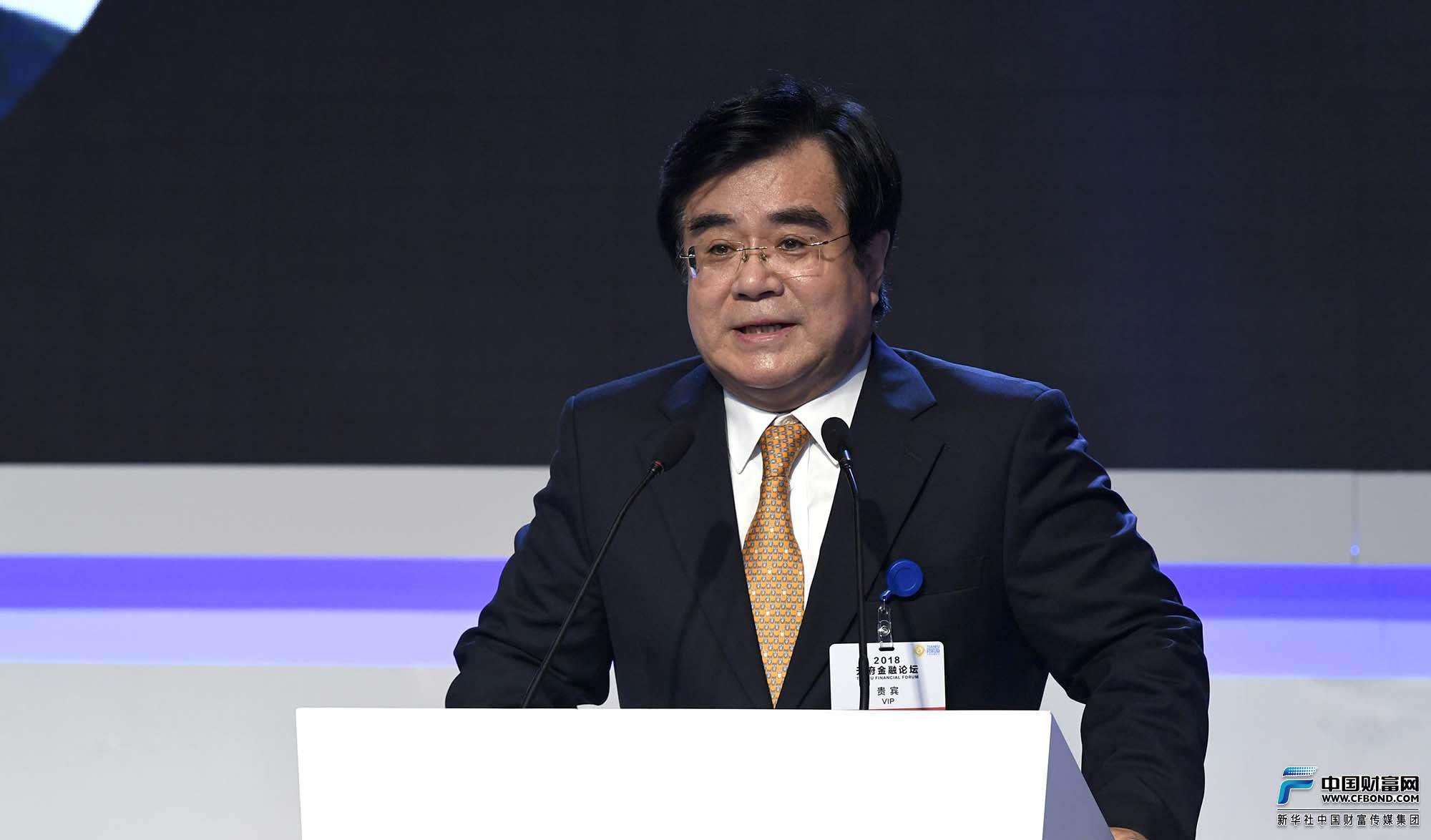 全国政协委员、中国保监会原副主席周延礼发表主旨演讲