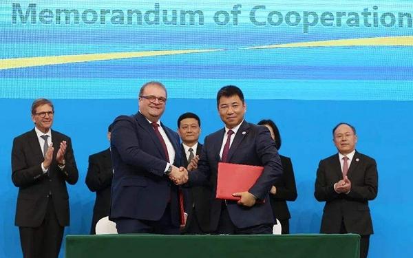 一汽-大众与德国大众签署百亿进口订单