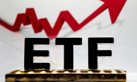 """越跌越买 机构资金""""暗战""""ETF"""