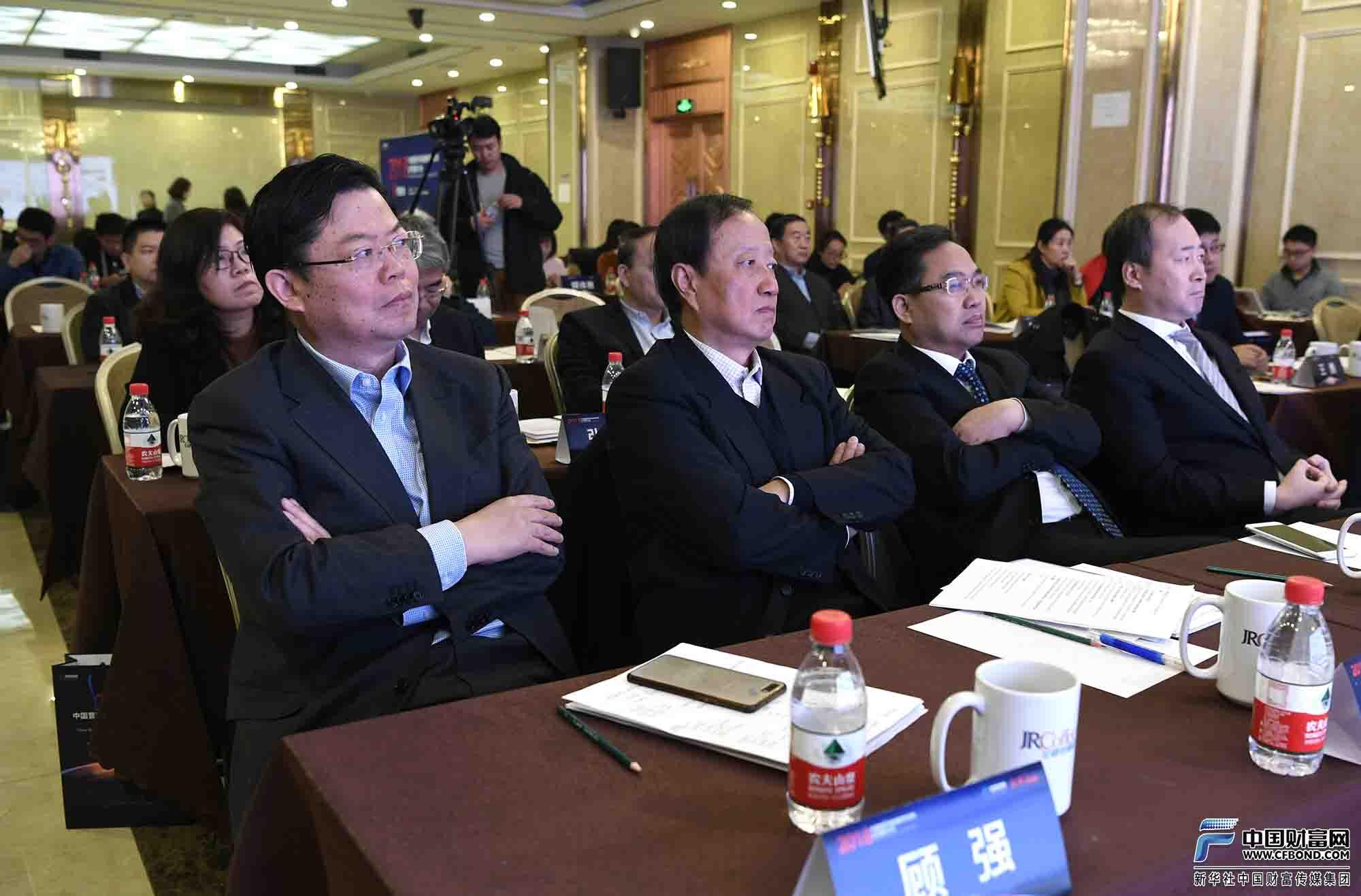 到场嘉宾聆听中国营商环境指数研究报告解读