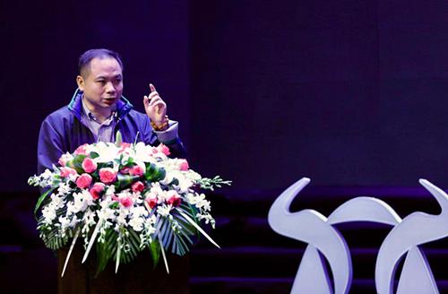 中国社会科学院经济学教授刘煜辉发表演讲