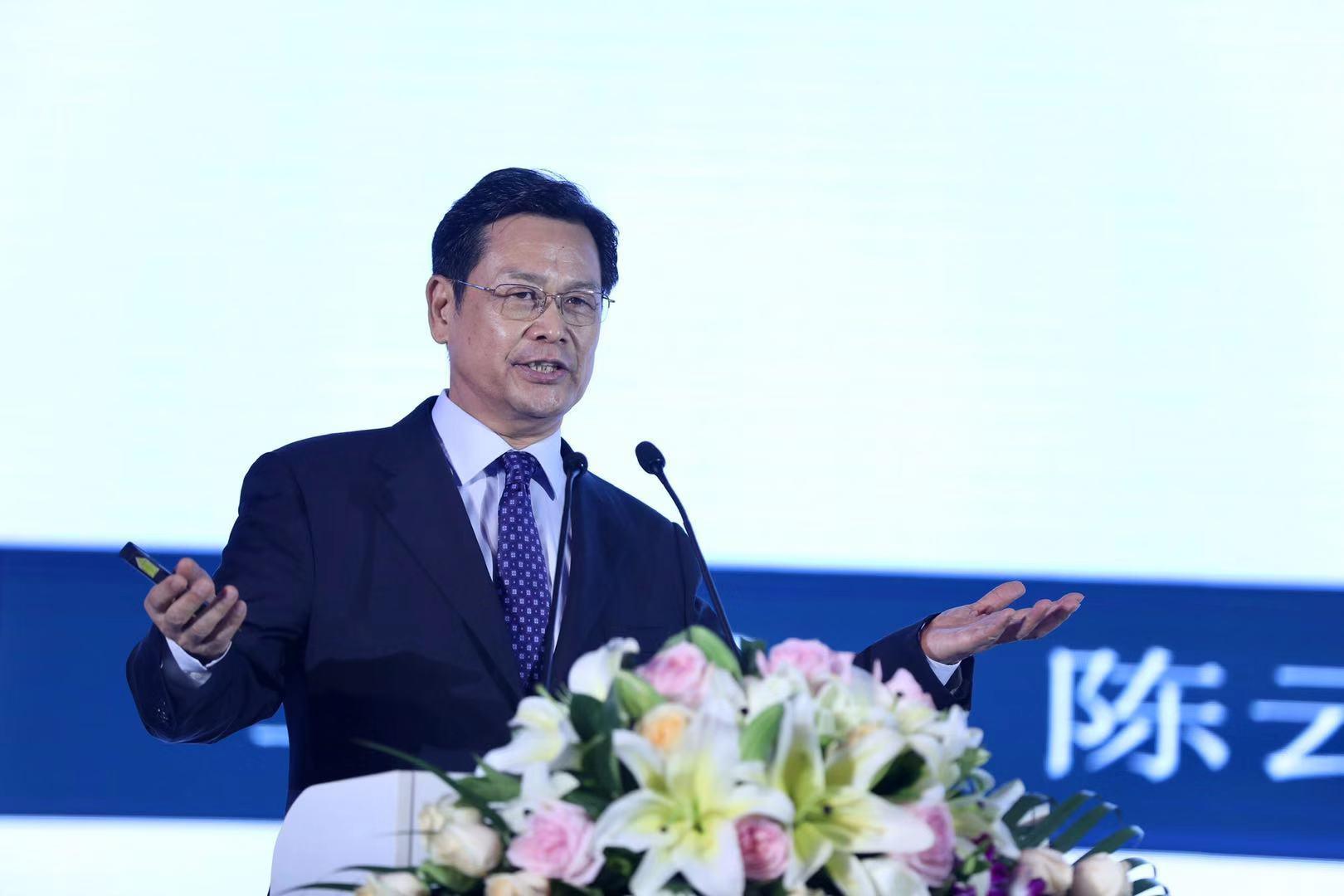 广东省人民政府原副省长陈云贤发表演讲