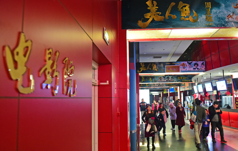 已超去年全年,中国电影票房再刷纪录!哪些上市公司押中爆款?