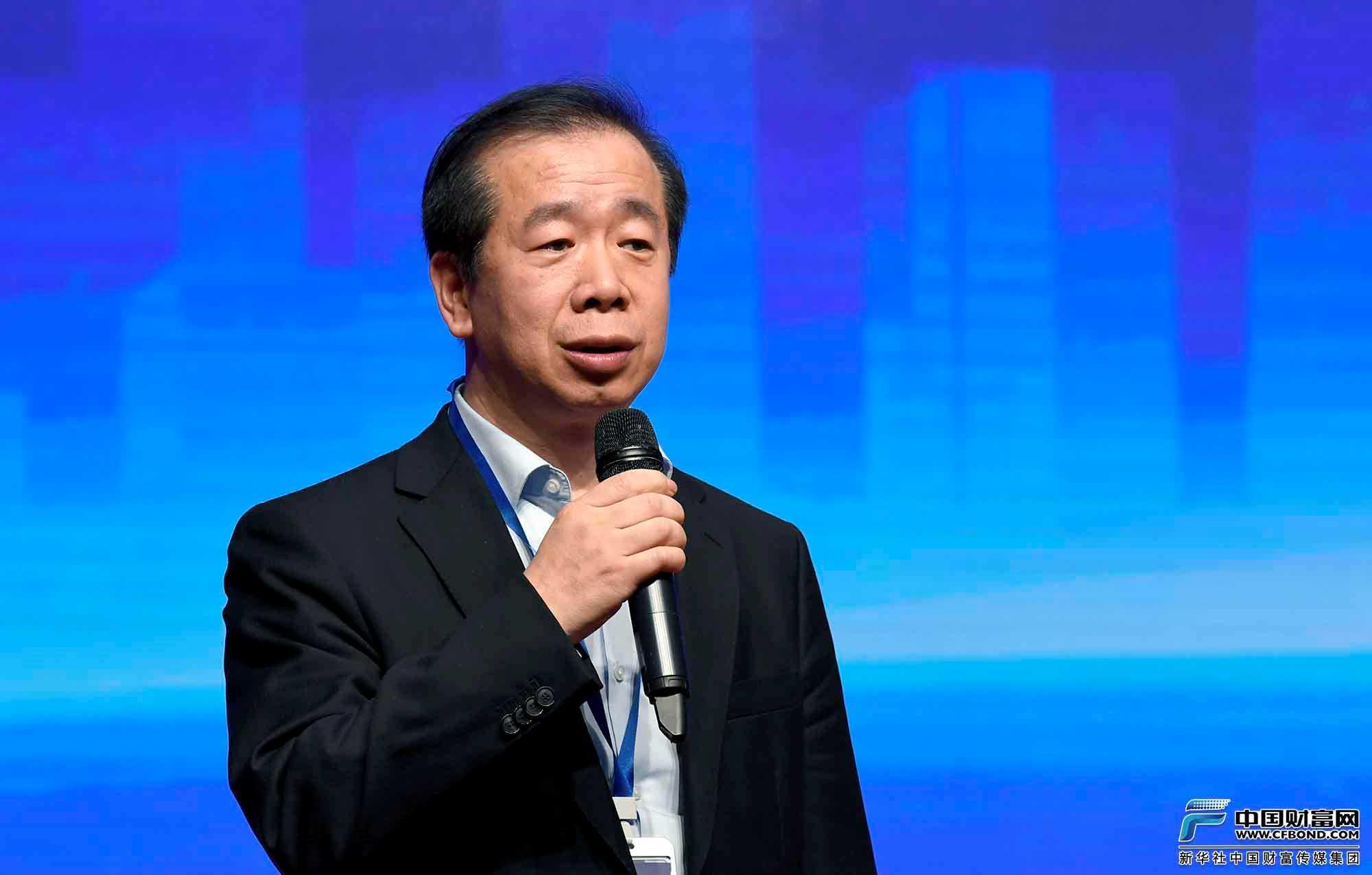 对话论坛主持人:黑龙江省鑫正投资担保集团有限公司董事长郎树峰
