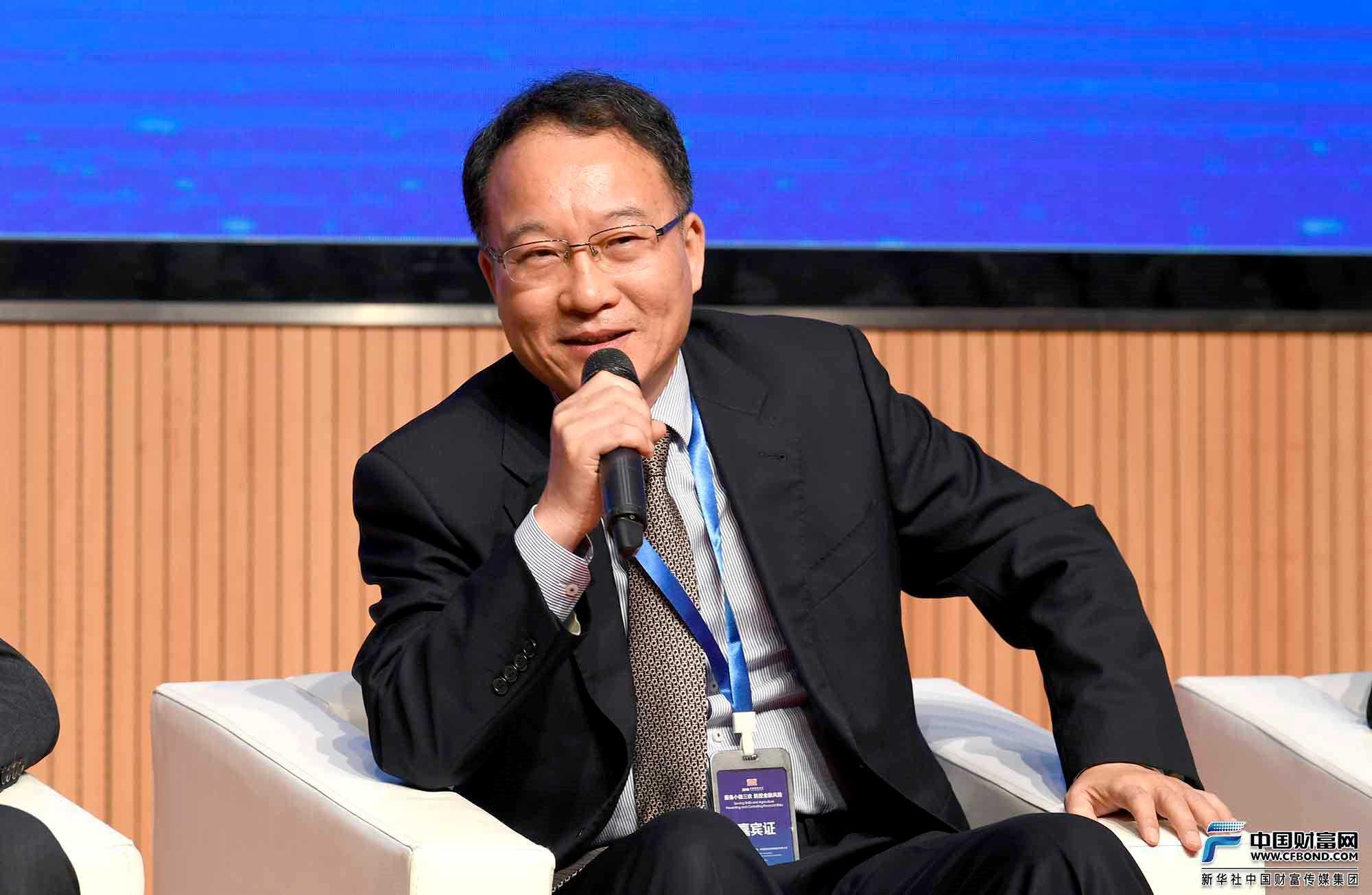 对话嘉宾:深圳市中小企业信用融资担保集团有限公司董事长胡泽恩