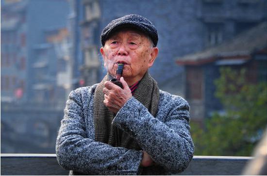 不老的赤子之心:黄永玉经典散文《太阳下的风景》新版出版
