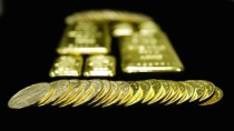 纽约商品交易所黄金期价24日比前一交易日上涨13.7美元