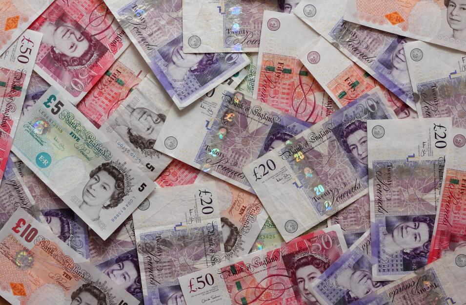 """英国议会下院否决""""脱欧""""协议 英镑跌势收窄"""