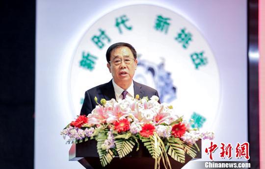 盛瑞传动股份有限公司董事长刘祥伍在论坛上介绍年产30万台自动变速器智能生产线的相关情况。 沙见龙 摄