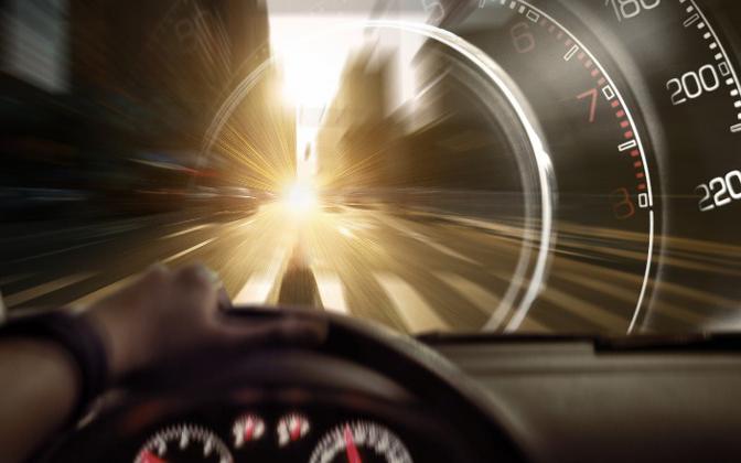 """真实版""""生死时速"""":特斯拉要来 造车新势力们紧张了"""