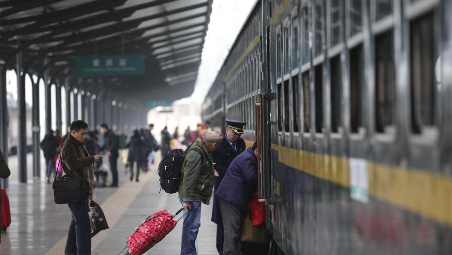 """""""慢""""火车上的春运时光"""
