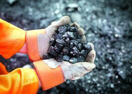 铁矿石期货节后首日封涨停 国际商品市场走势分化
