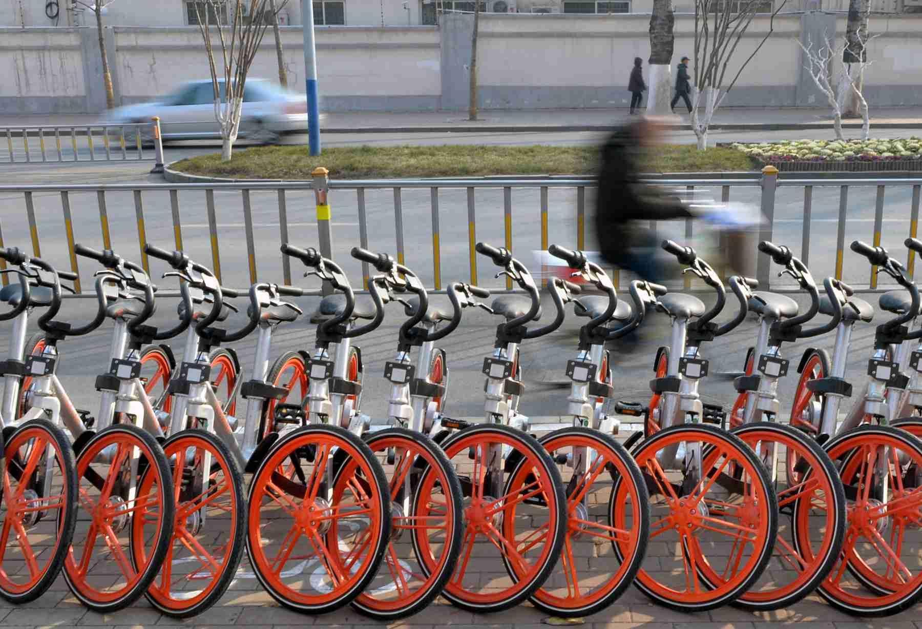 共享单车入下半场 加强监管避免跑偏